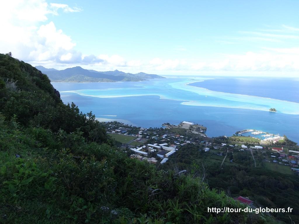 Raiatea - Point de vue du mont Tapioi, Uturoa en bas et Tahaa au fond à gauche