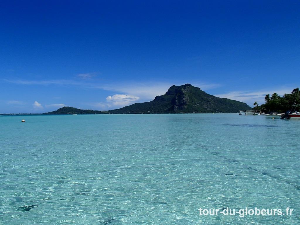 Maupiti - Le lagon et au fond l'île