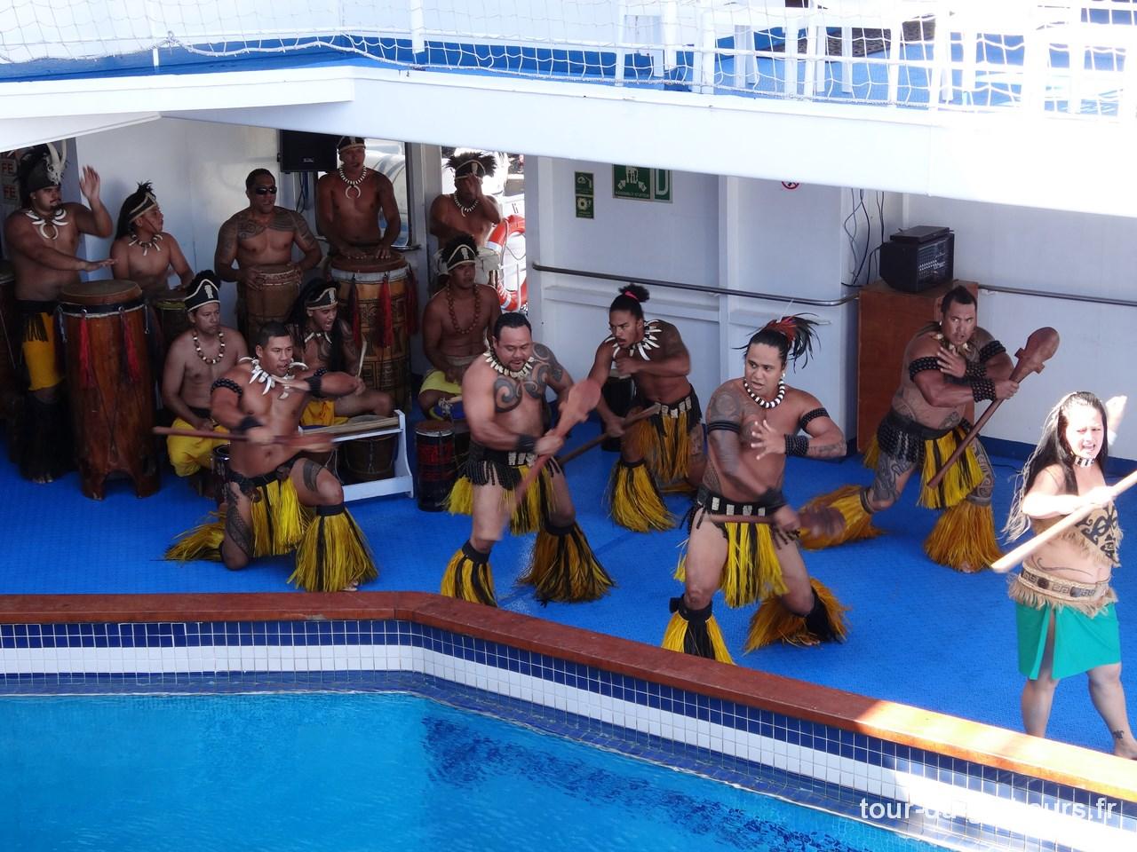 Marquises - Aranui - Danse polynésienne Haka
