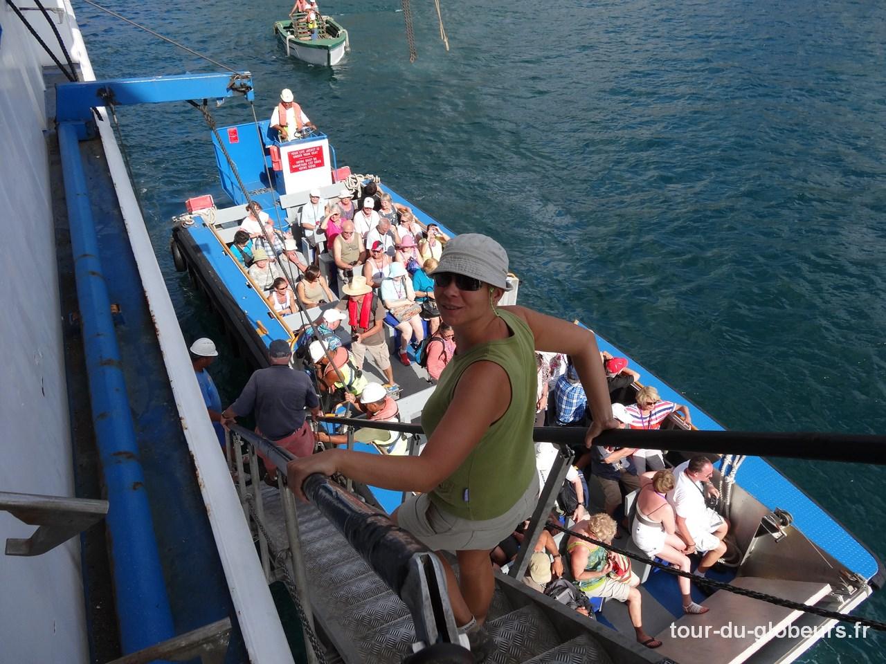 Aranui - Débarquement par barge à Fakarava