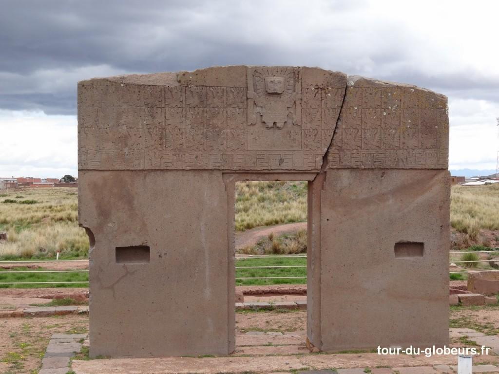 Tiwanaku - Porte du Soleil du temple de Kalasasaya