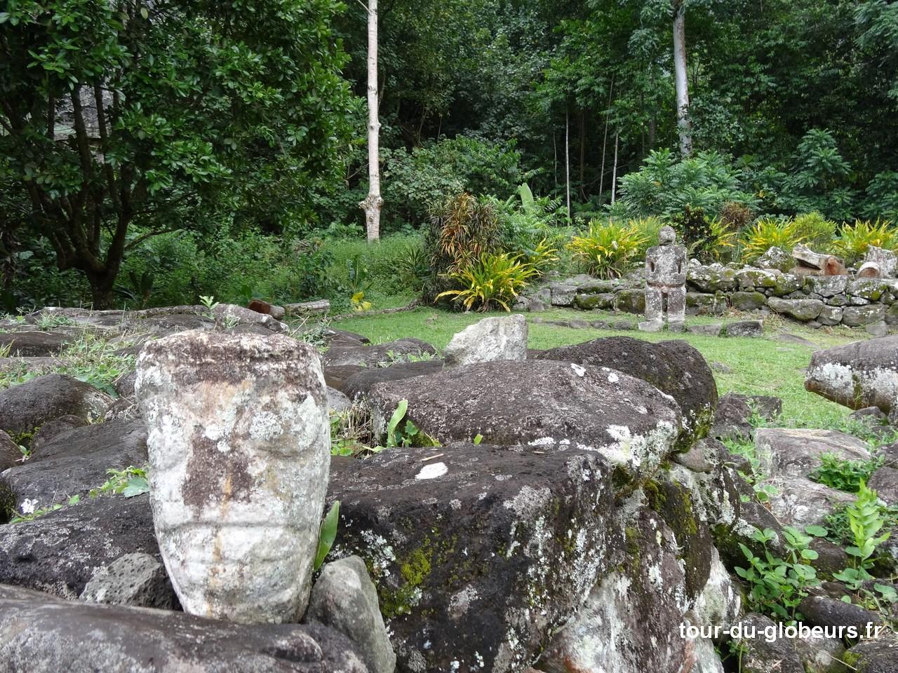 Marquises - Hiva Oa - Tiki qui sourit