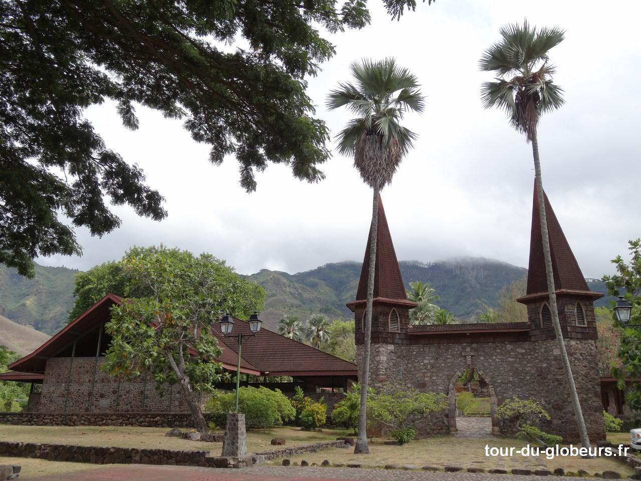 Marquises - Nuku Hiva - Taiohae Cathédrale extérieur