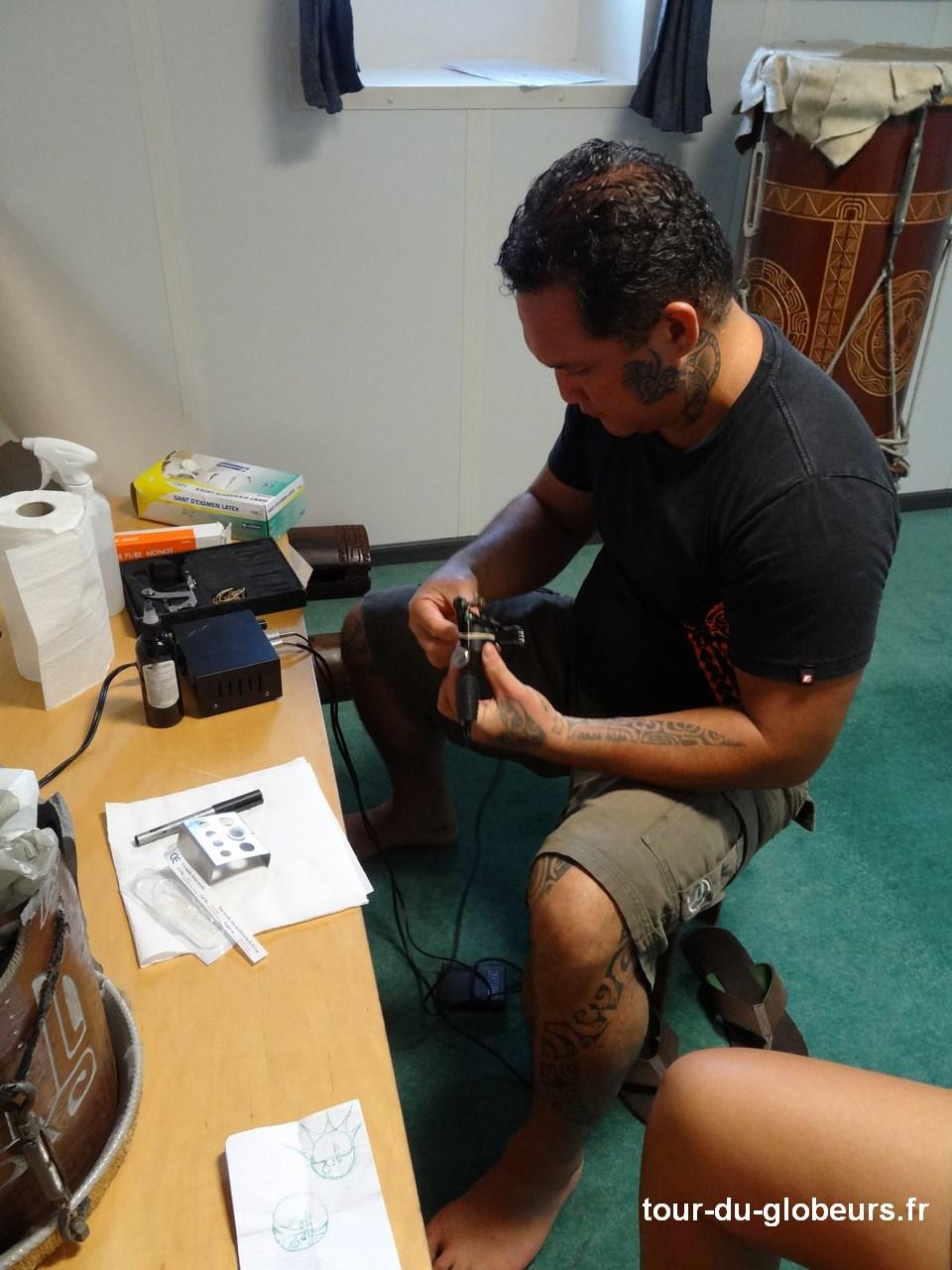 Marquises - Aranui - Moana tatoueur